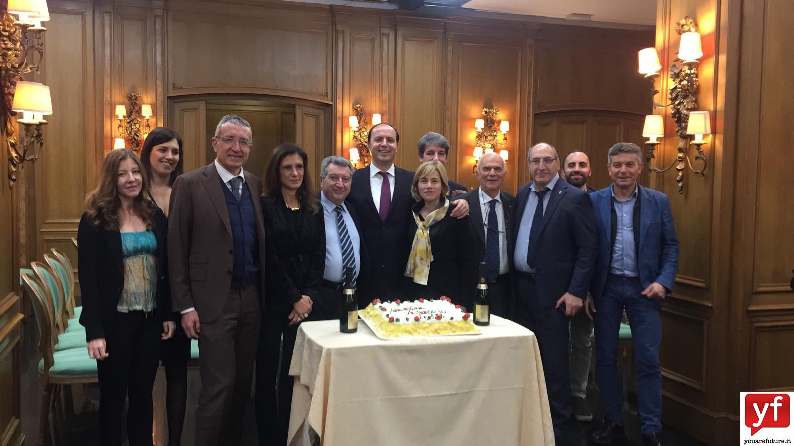 Il Presidente YF Giovanni Cinque insieme ai magistrati Fabio M. Gallo, Laura Alessandrelli, Lorenzo Ferri, la giornalista di Rai New24 Antonella Gaetani, il Generale Costantini ed alcuni amici e simpatizzanti YF.
