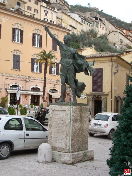 Il monumento a Marco Tullio Cicerone nella piazza di Arpino